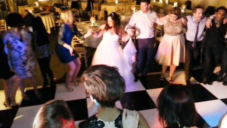 stef & adam the married couple dance to live music